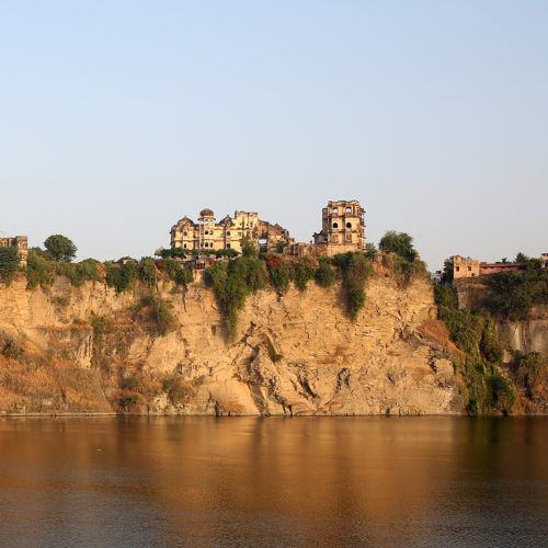 view of bhainsrorgarh-fort from a river
