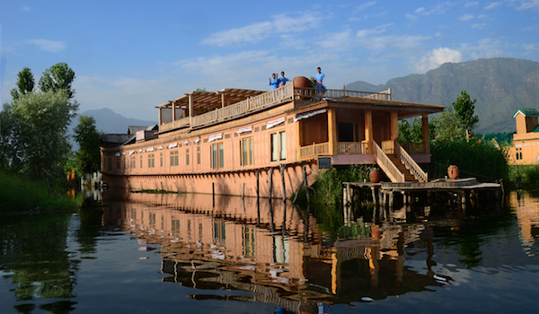 24_take_over_a_sukoon_houseboat_on_dal_lake_-_credit_sukoon