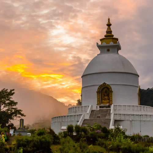 fishtail-lodge-temple-with-mountains-in-the-background
