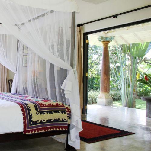 kahanda-kanda-bedroom-and-garden