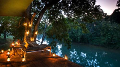 taj-banjaar-tola-balcony-next-to-river