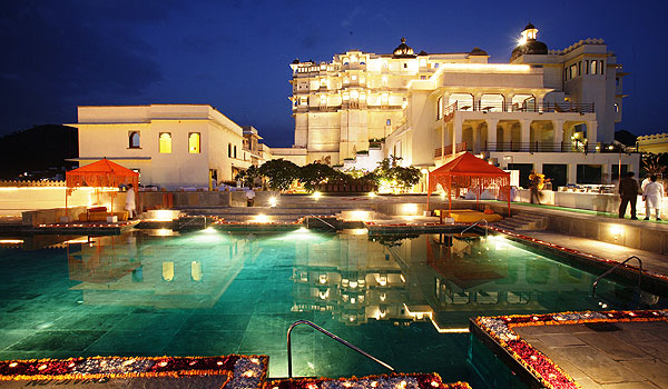 best-indian-palace-hotels-devi-garh