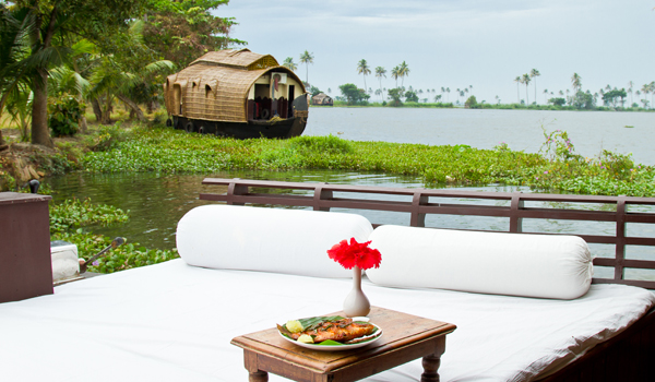 greaves_kerala-houseboats_cgh-earth-1_credit-cgh-earth