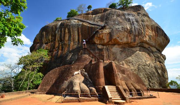 greaves_sri-lanka_sigiriya-lion-rock-fortress_credit-shutterstock-user-surangaweeratunga