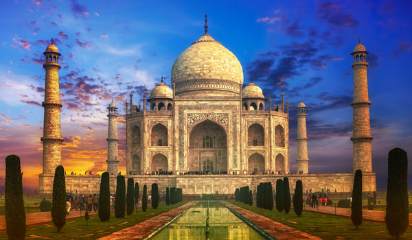 greaves_waddington_taj-mahal-sunset_credit-shutterstock-user-banana-republic-images
