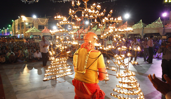 Flickering lanterns and candles are an important part of the festivities © Gujarat Tourism