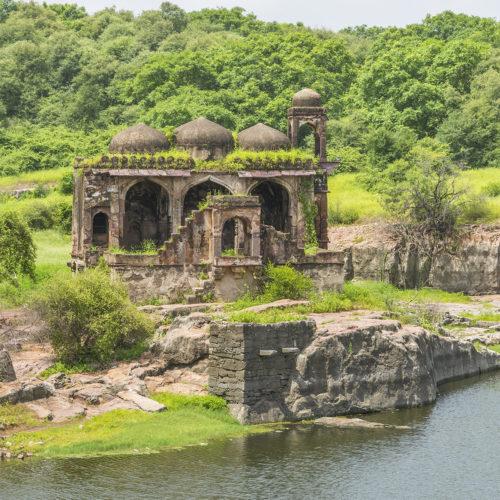 saw madhopur ruins