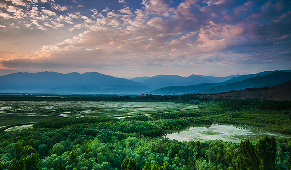 wular_lake__kashmir_-___eye_ess_ohh_-_flickr-com