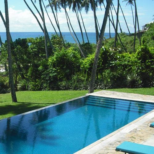 swimming pool at coco tangalla