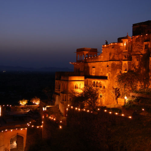 neemrana-fort-palace-at-night