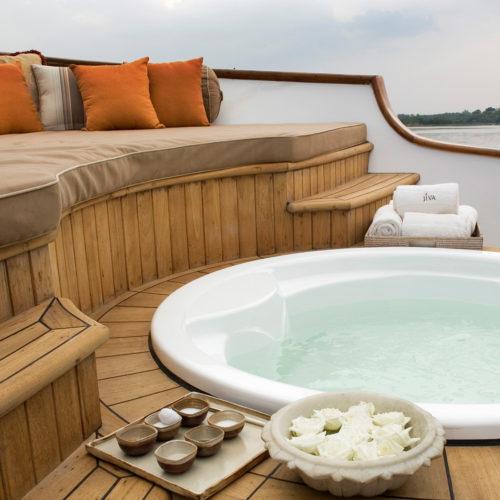 taj-lake-palace-sink-outside
