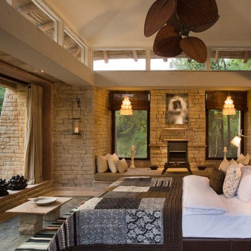 taj-pashan-garh-bedroom