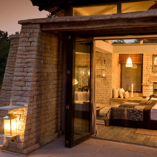 taj-pashan-garh-bedroom-from-outside
