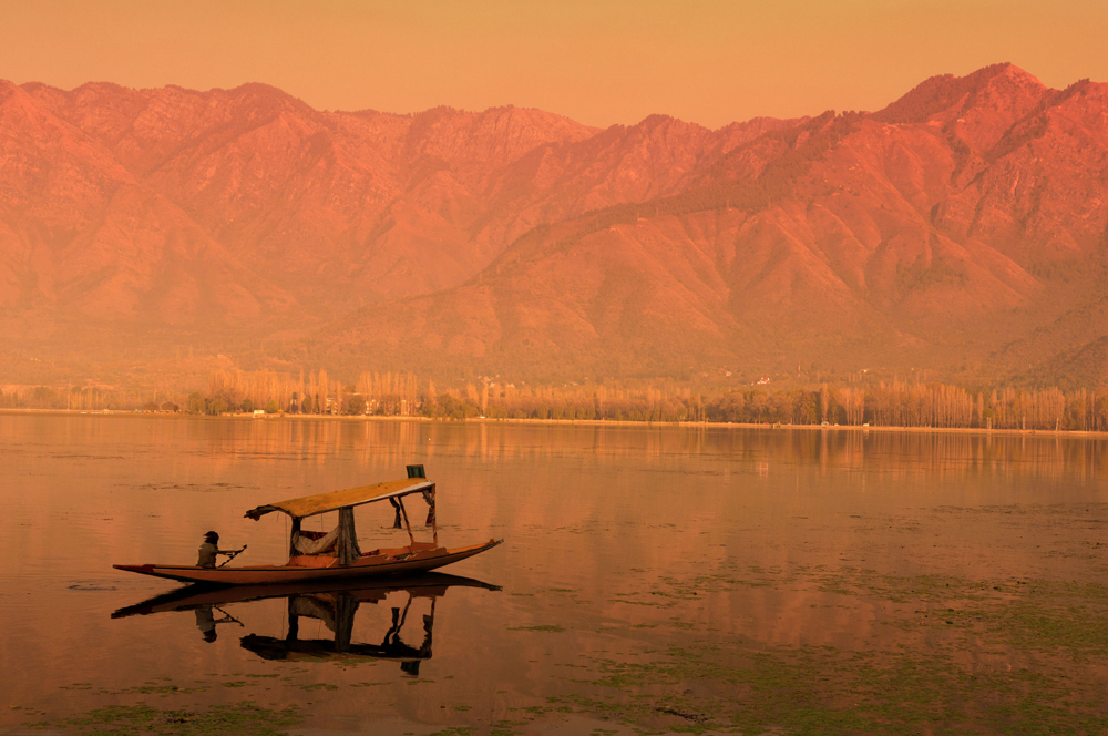 dal-lake-in-srinagar_shutterstock_wong-yu-liang