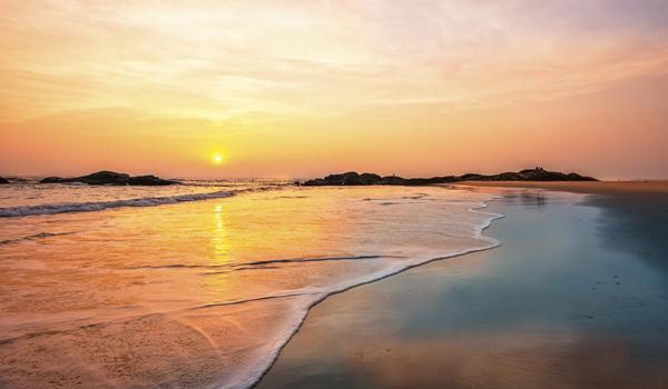 greaves_kerala-beach-hotels_neeleshwar_credit-danielrao_istock_thinkstock-http___www-thinkstockphotos-co-uk_image_stock-photo-chera-beach-at-sunset-kannur-kerala-india_453227213-copy