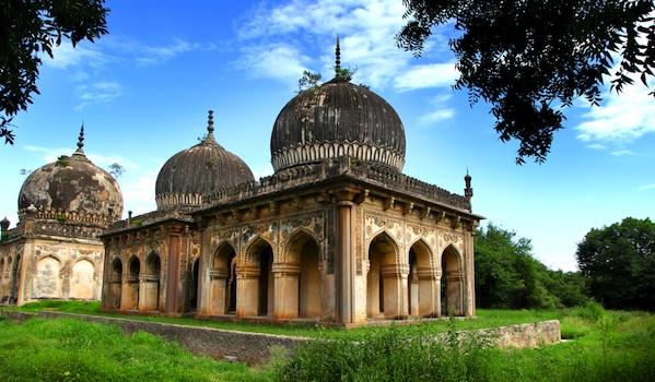 qutub-shahi-tombs-in-hyderabad-city_shutterstock_snehit