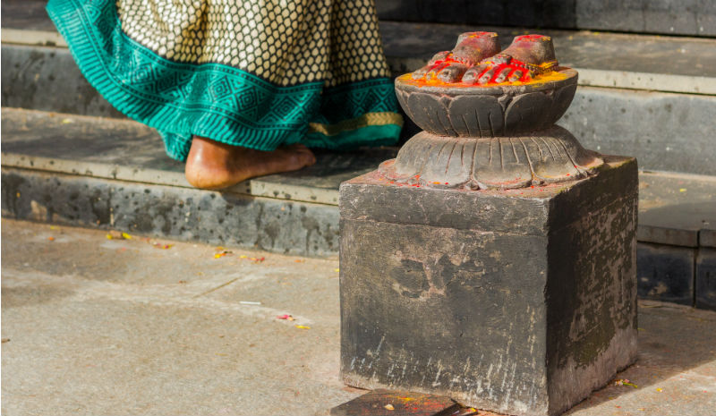 Temple Etiquette | Barefeet