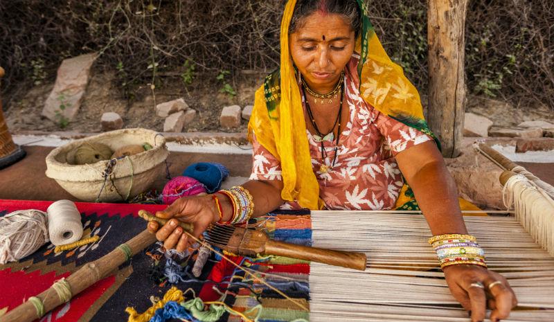 Tamil Nadu Handicrafts | Woman weaving