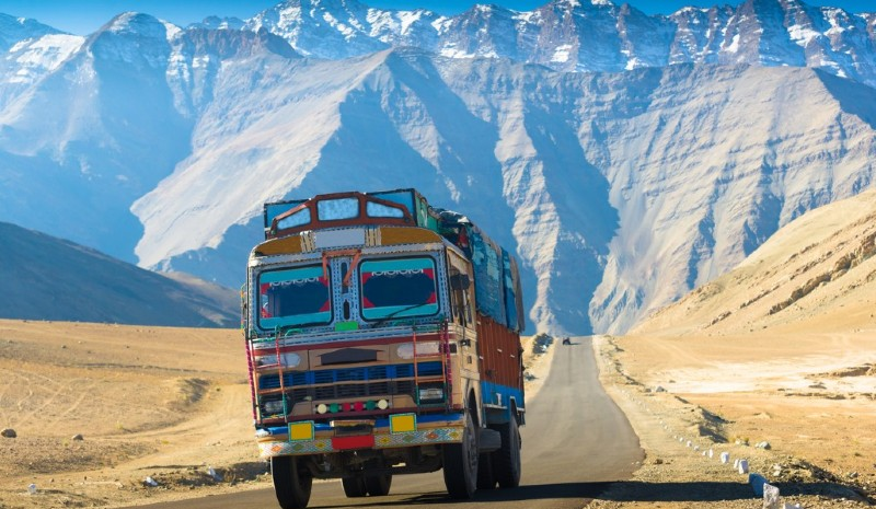 27 Indian Experiences | Painted trucks